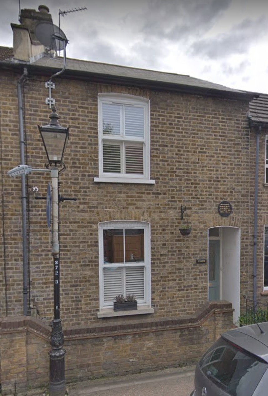 Small terrace house in London Brick